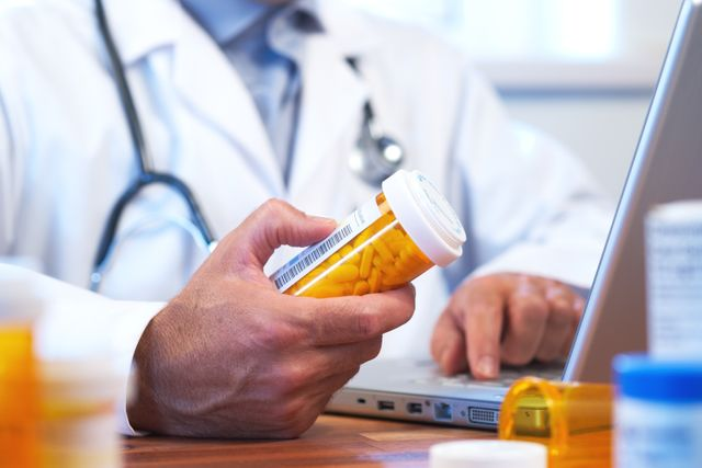 BMJ report calls for doctors to use block capitals in handwritten prescriptions to avoid errors featured image