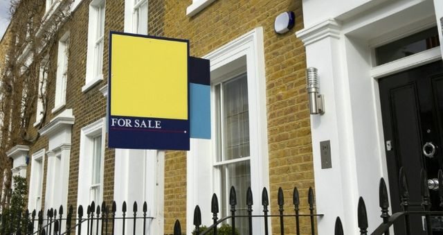 House price growth falls to five-year low: UK HPI featured image