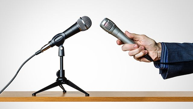 How to deflect difficult questions in an Interview or Negotiation featured image
