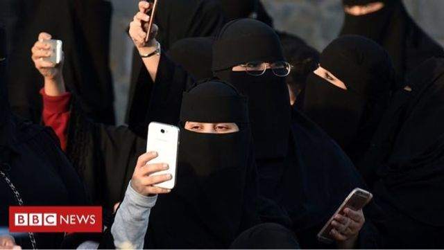 Saudi Arabia to Notify Women of their Divorce By Text featured image