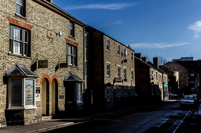 UK house prices growth at 3.3%, says Halifax featured image