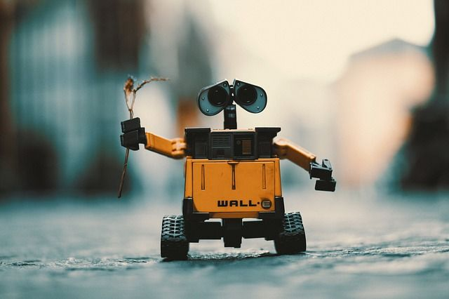 Man versus Robot: 7 jobs skills that will continue to be owned by humans featured image