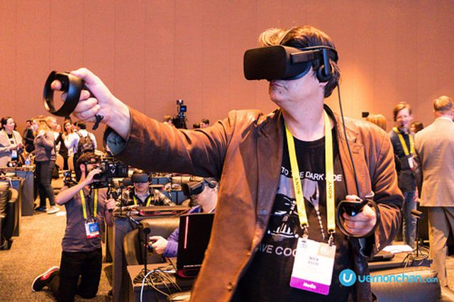 VIVA LAS CES: 6 ways to get noticed by press at the world's biggest tech event featured image