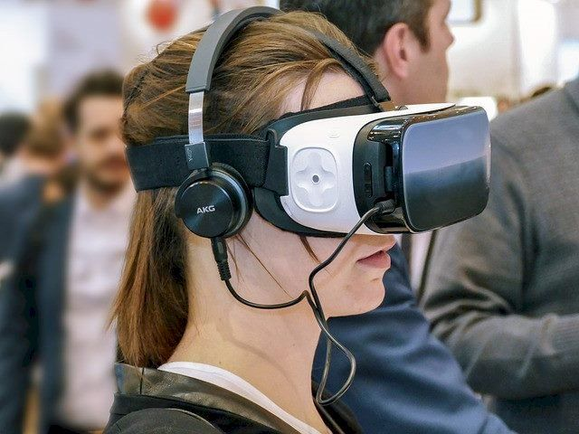 In Marketing? 2018 Is Where you Need an AR and VR Strategy! featured image