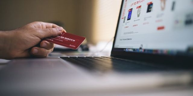 Can Social Media Boost eCommerce Conversions for B2C? featured image