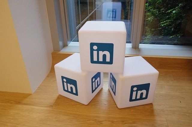 Our VP of Sales Just got 83 likes on a LinkedIn post, so that means we are social selling? No! featured image