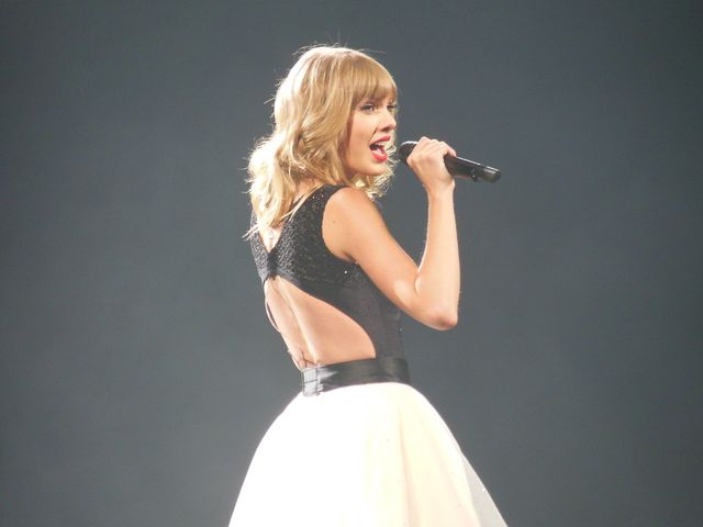 Taylor Swift's old label gets that synching feeling featured image