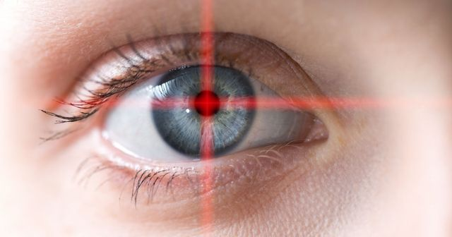 Google's new AI algorithm can predict heart disease by looking into your eyes featured image