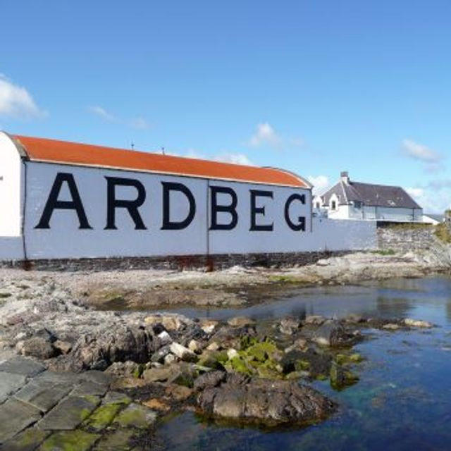 ArlbergWhisky on the rocks thanks to Ardbeg featured image