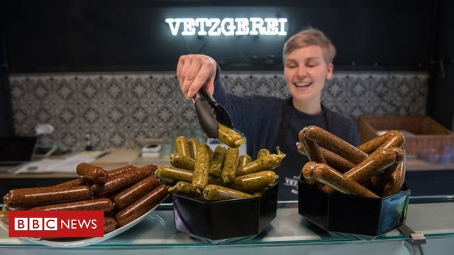 Veggie disk and chips? - Why terms like 'burger' and 'sausage' might not be vegan much longer featured image