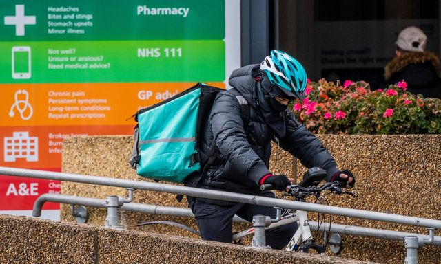 Aldi teams up with Deliveroo for home deliveries featured image