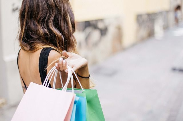 Rise in online shopping could lead to more high street store closures featured image