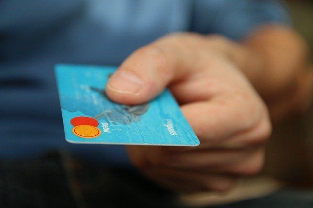 Lockdown brings credit card debt down featured image