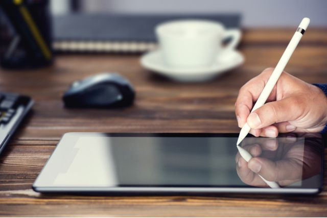 Land Registry announces that it will start to accept some electronic signatures featured image