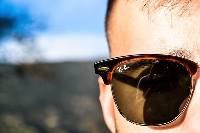 """The new """"smart"""" Ray-Ban Stories glasses aren't quite so smart from a privacy perspective featured image"""