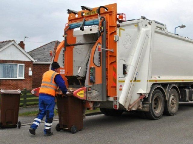 Banbury area residents soon to see new food waste collection service and a chargeable garden waste service featured image