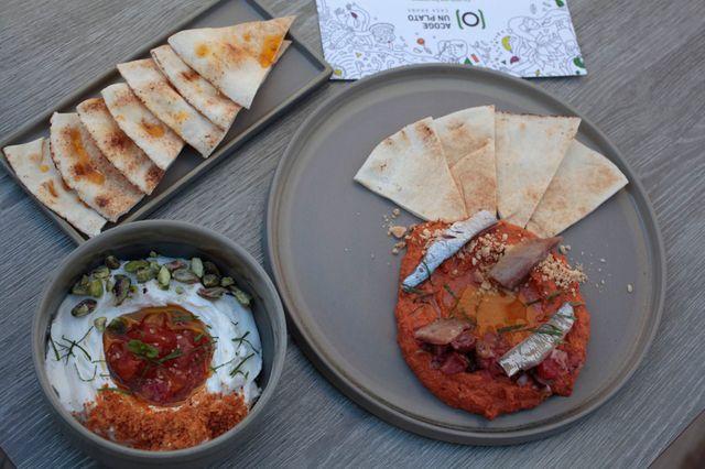 La iniciativa 'Acoge un plato' abre su primer restaurante para favorecer la inclusión de refugiados featured image