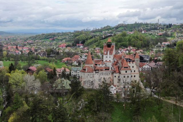 How historic landmarks are helping the COVID-19 vaccination campaign in Romania featured image