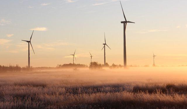 Si toda la energía procediera de fuentes renovables, ¿pagaríamos menos por la electricidad? featured image