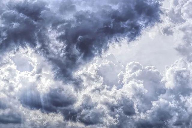 Nubes brillantes en el cielo de Marte featured image