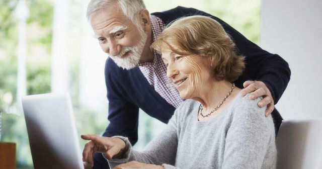 Brits spend £5bn buying tech to keep in touch with older family members during pandemic featured image