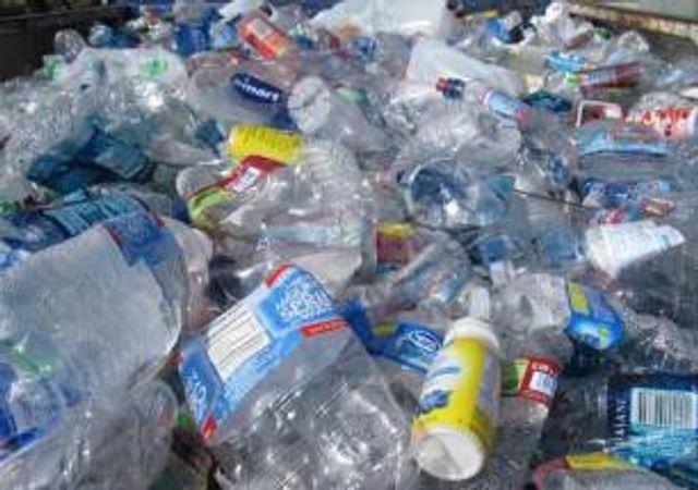 Los peores enemigos del STOP a los plásticos son nuestros hijos con una nefastas educación ambiental featured image