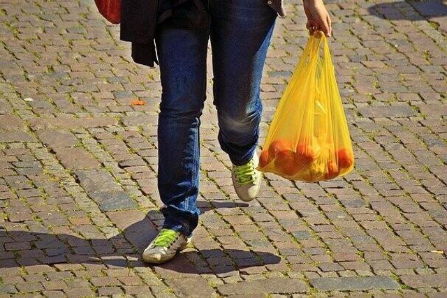 Hay que reutilizar 20.000 veces una bolsa de algodón orgánico para que su impacto medioambiental sea menor que una de plástico featured image
