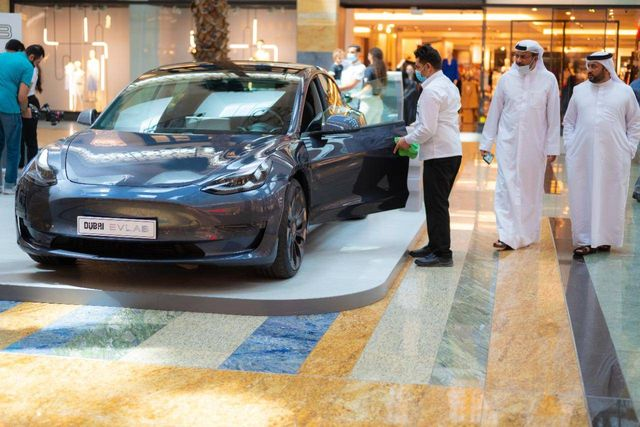 Your guide to owning an electric vehicle in UAE: Free parking, car registration featured image