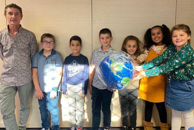 """""""On veut sauver la planète!"""" à Bastia, des élèves de CE2 présentent leur Mooc sur l'atmosphère et la question climatique featured image"""