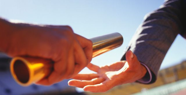 Passing the baton: how & when to safely hand marketing leads to sales featured image