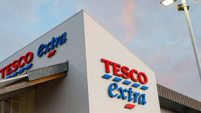 8,000 Tesco workers join new equal pay claim featured image