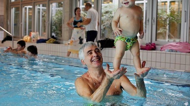 [Suisse] Trente ans de piscine avec des bébés featured image