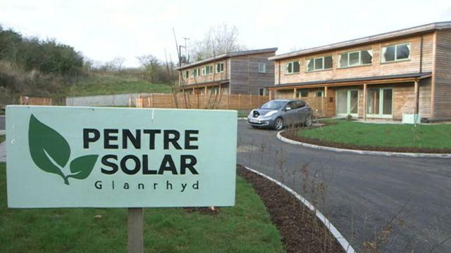 Wales: Sozialwohnungen werden mit Solaranlagen ausgestattet featured image
