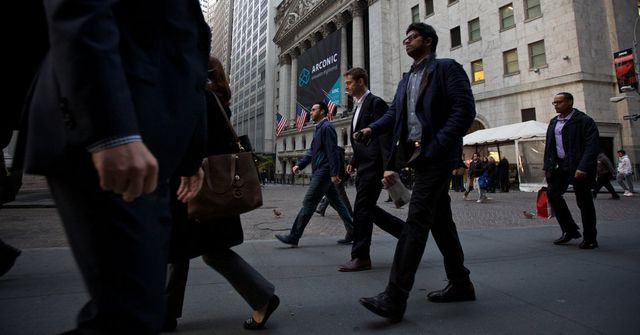 Wall Street reassures employees, without wholly rejecting travel ban featured image