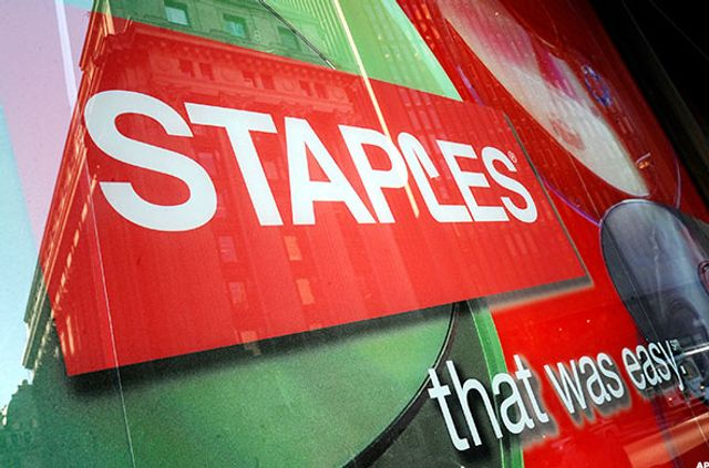 Staples Desperately Closing Stores to Stay Competetive featured image