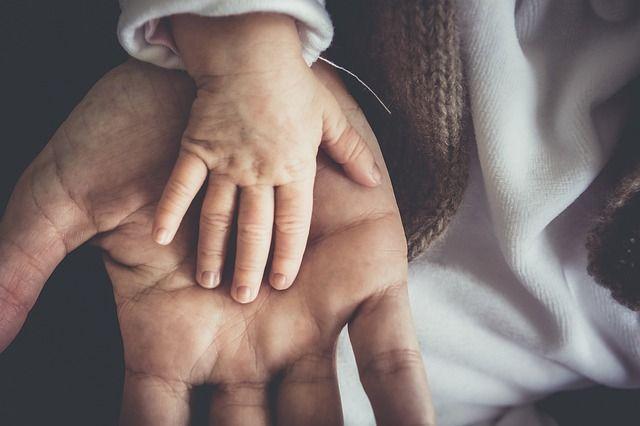 Nárok otca na poberanie materského by mohol byť istejší. featured image