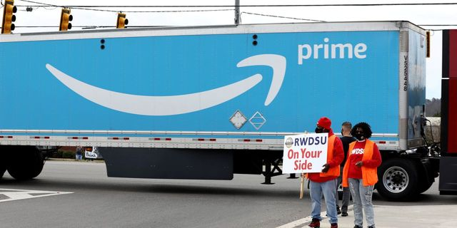 Amazon Warehouse Employees Reject Union featured image