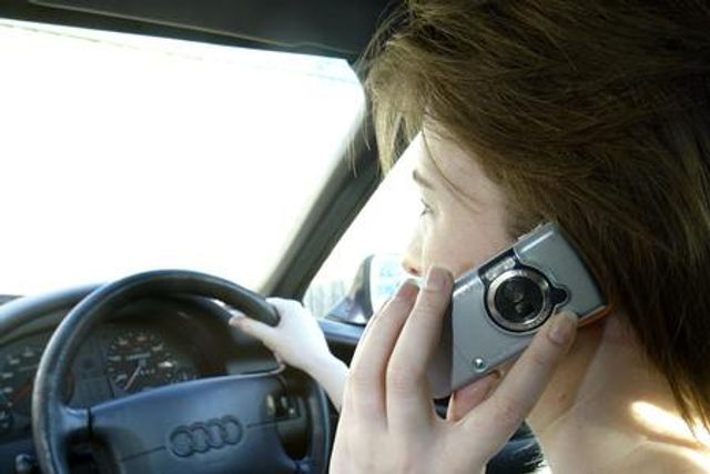 Thames Valley Police to clamp down on motorists using hand-held devices throughout the week featured image