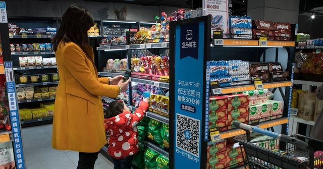 Retailers Race Against Amazon to Automate Stores featured image
