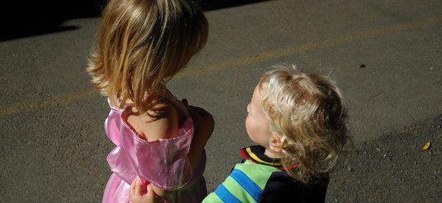 Avoir une petite sœur ou un petit frère est bon pour la santé des jeunes enfants featured image