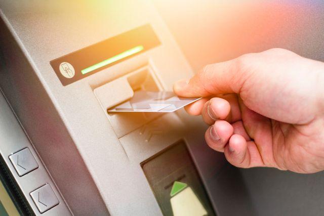 Heise News: Gängige Geldautomaten können in weniger als 20 Minuten gehackt werden featured image