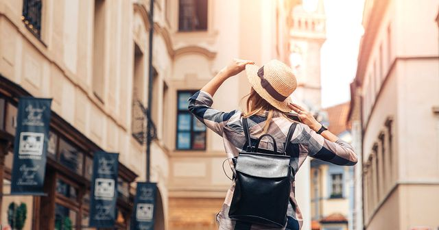 Here are 11 reasons to live abroad (when you are ready!) featured image