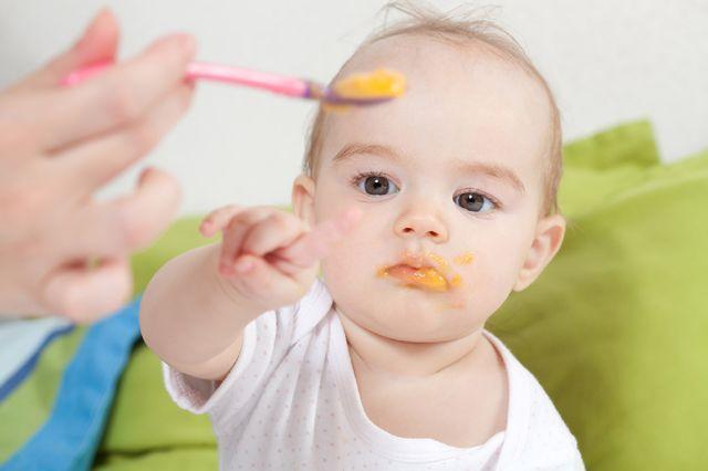 Faire manger les enfants dans de bonnes conditions à la crèche featured image