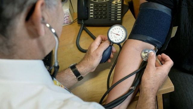 Referral centres cause 'dangerous' NHS delays, BMA warns featured image