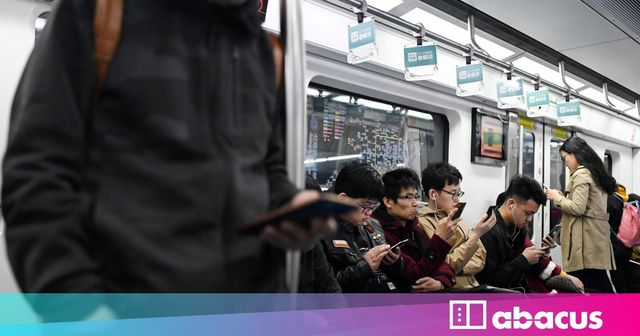 Chinese Users Spend Nearly 2 Days A Week On Their Phones- How Can Businesses Use This? featured image