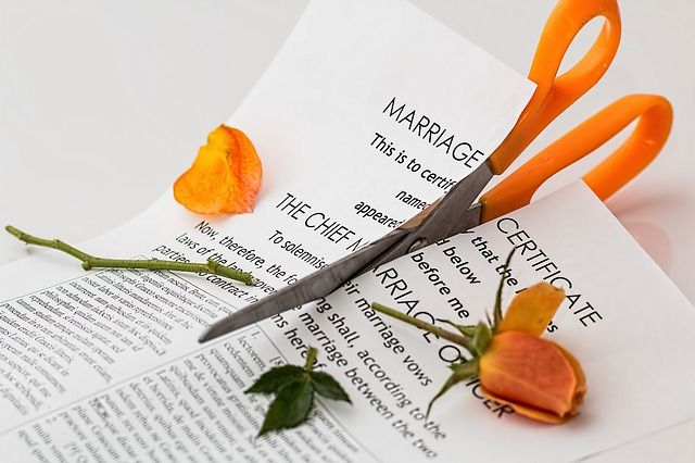 Do I have to fund my legal fees on divorce? featured image