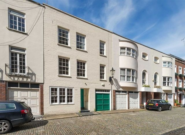 London's marvellous mews featured image