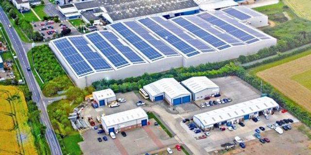 Unlocking the potential of commercial rooftop solar featured image