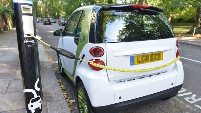 Electric cars set to get road priority in clean air zones featured image