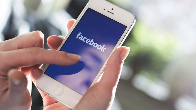 Facebook redesigns news feed with larger link previews, circular profile photos featured image